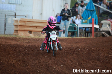 How old do you have to be to ride a dirt bike off-road (Dirt bike age chart)