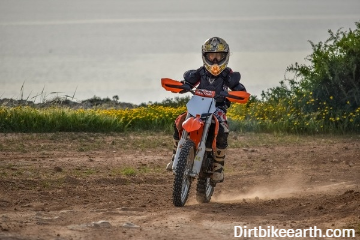 The best dirt bikes for 12-13-year-olds (Parents guide & rough price guide)